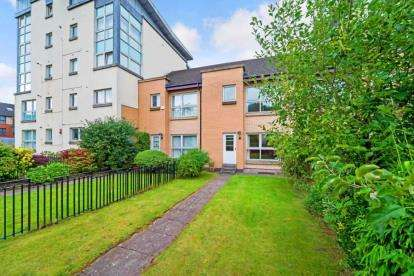 3 Bedrooms Terraced House for sale in Waterside Place, Glasgow