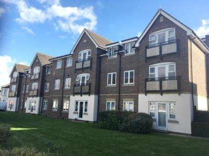 2 Bedrooms Flat for sale in Pemberton Court, Southbury Road, Enfield, Lodnon