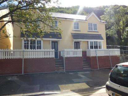 House for sale in Llys Bryn LLwyd, Caernarfon Raod, Bangor, Gwynedd, LL57
