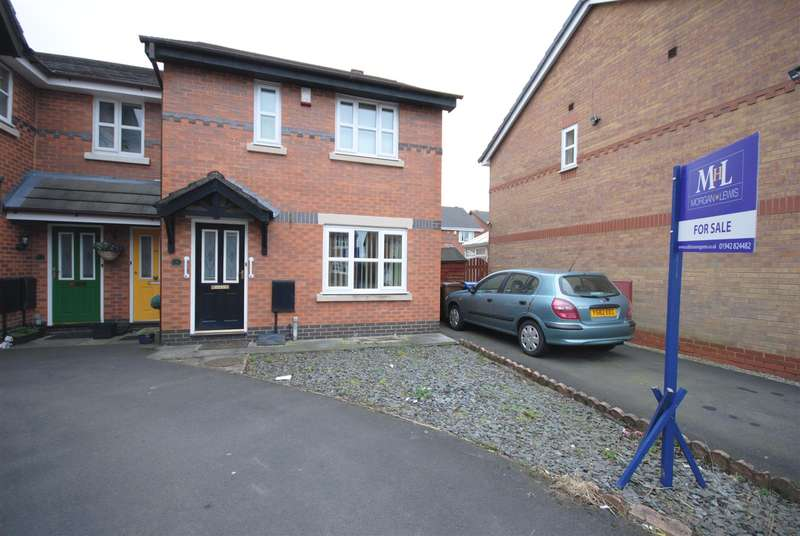 3 Bedrooms Property for sale in Elvington Close, Wigan
