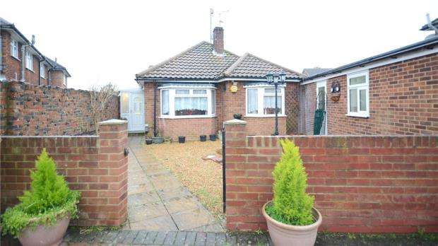 3 Bedrooms Detached Bungalow for sale in Robindale Avenue, Earley, Reading