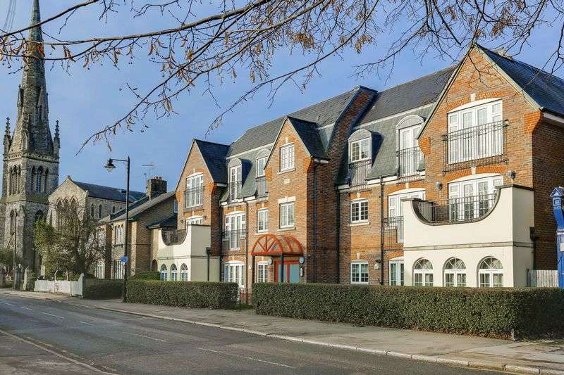 2 Bedrooms Flat for sale in Chase Side, Enfield