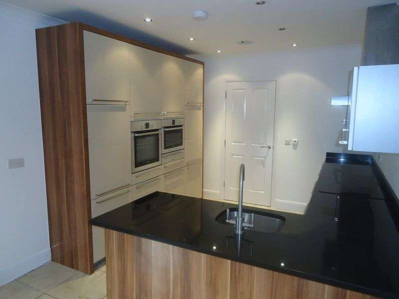 3 Bedrooms Flat for rent in The Palm, Ibbotsons Lane, Liverpool