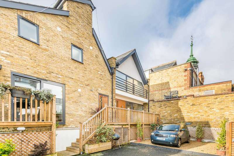 2 Bedrooms House for sale in Briscoe Mews, Twickenham, TW2