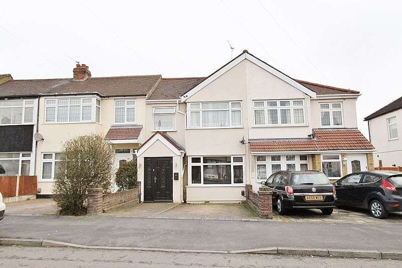 3 Bedrooms Terraced House for sale in Faircross Avenue, Romford, Collier Row, RM5