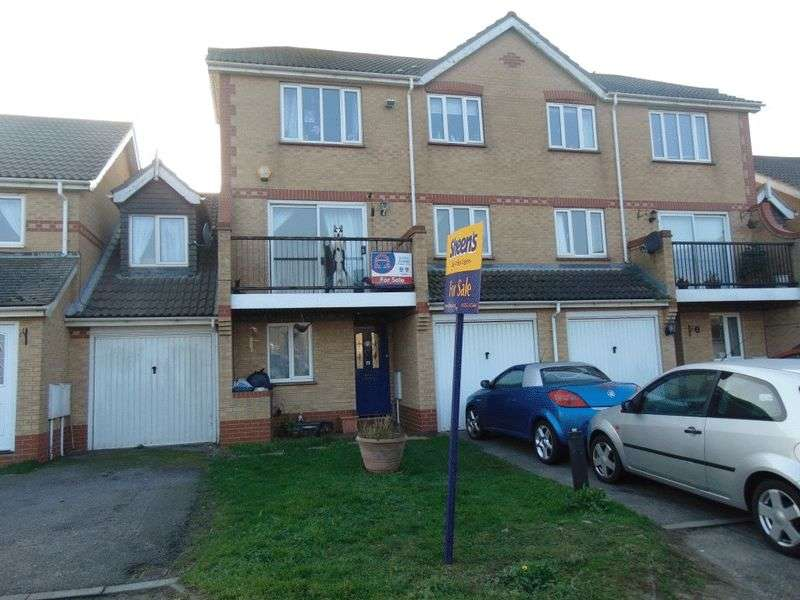 3 Bedrooms Terraced House for sale in Hastings Avenue, Clacton-On-Sea