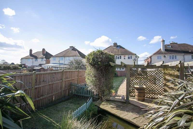 3 Bedrooms Semi Detached House for sale in South Lane, Southbourne