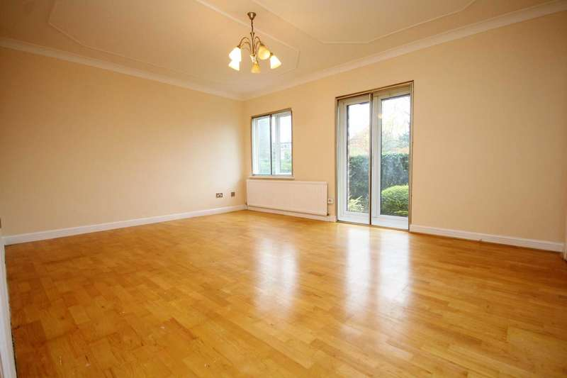 2 Bedrooms Apartment Flat for sale in Budleigh Court, Jason Close, Brentwood