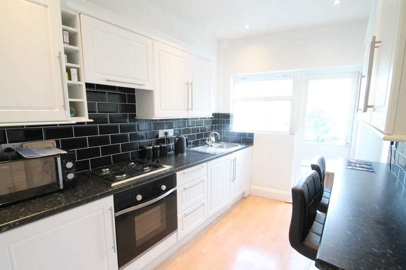 1 Bedroom Flat for sale in Station Road, Westcliff On Sea