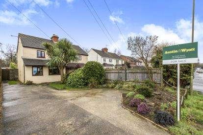3 Bedrooms Semi Detached House for sale in Wickham, Fareham, Hampshire