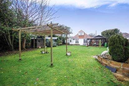 4 Bedrooms Bungalow for sale in Bembridge, Isle Of Wight