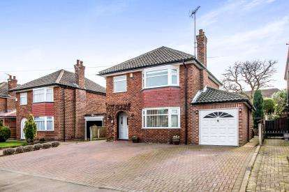 3 Bedrooms Detached House for sale in Paulden Avenue, Baguley, Manchester, Greater Manchester