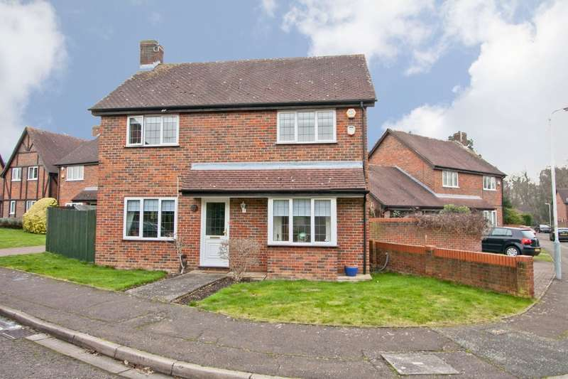 3 Bedrooms Detached House for sale in Deerings Drive, Pinner