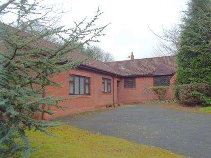 4 Bedrooms Bungalow for sale in Gregson Way, Fulwood, Preston, Lancashire, PR2