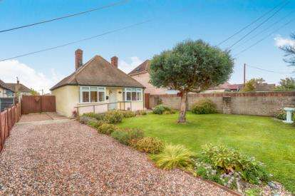 3 Bedrooms Bungalow for sale in North Weald, Epping, Essex