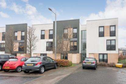 2 Bedrooms Flat for sale in Firpark Close, Glasgow, Lanarkshire