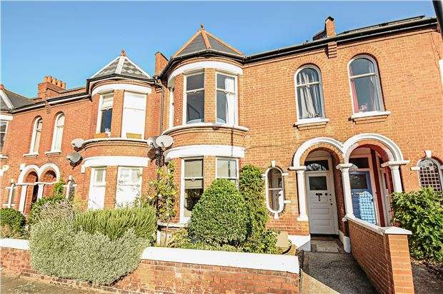 2 Bedrooms Maisonette Flat for sale in Burnbury Road, LONDON, SW12