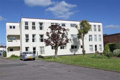 3 Bedrooms Flat for sale in Coombe Road, Paignton
