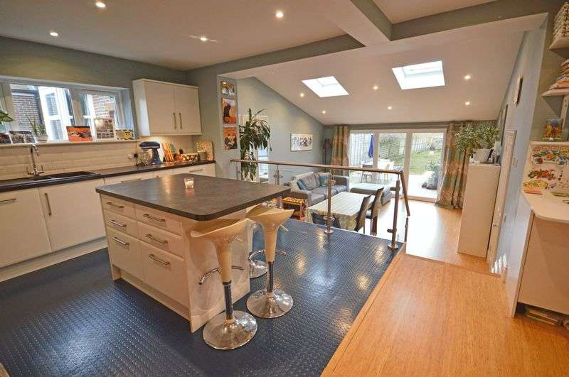 3 Bedrooms Detached House for sale in Beacon Hill Road, Hindhead