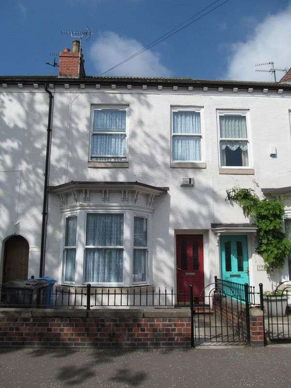 3 Bedrooms Terraced House for sale in St Georges Road, Hull