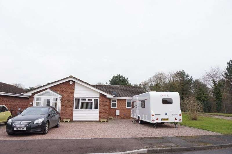 3 Bedrooms Detached Bungalow for sale in Golden Vale, Churchdown, Gloucester