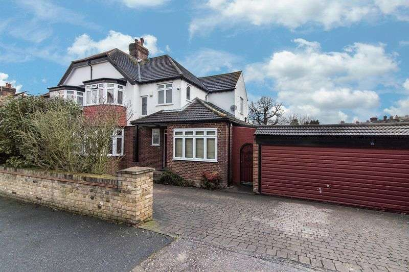 4 Bedrooms Semi Detached House for sale in Henry's Avenue, Woodford