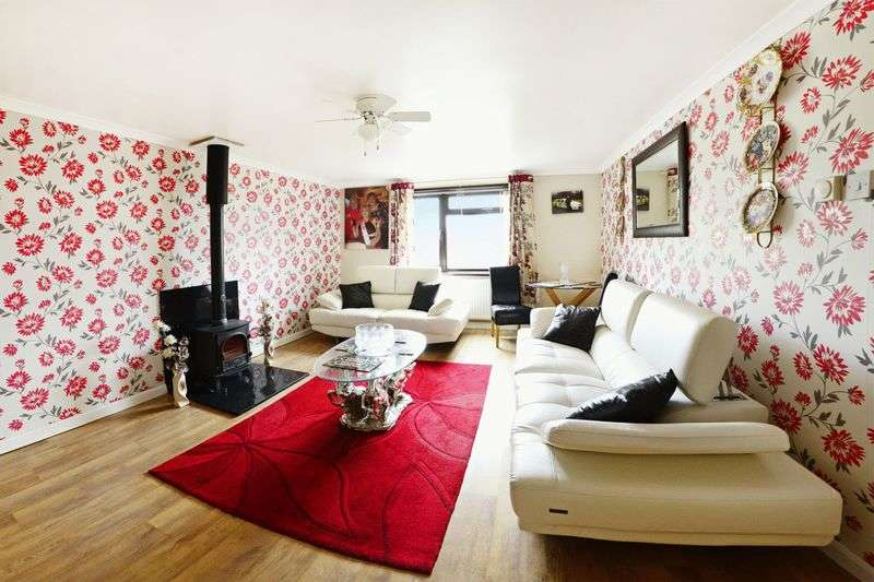 3 Bedrooms Terraced House for sale in Eddison Avenue, Dorchester, DT1