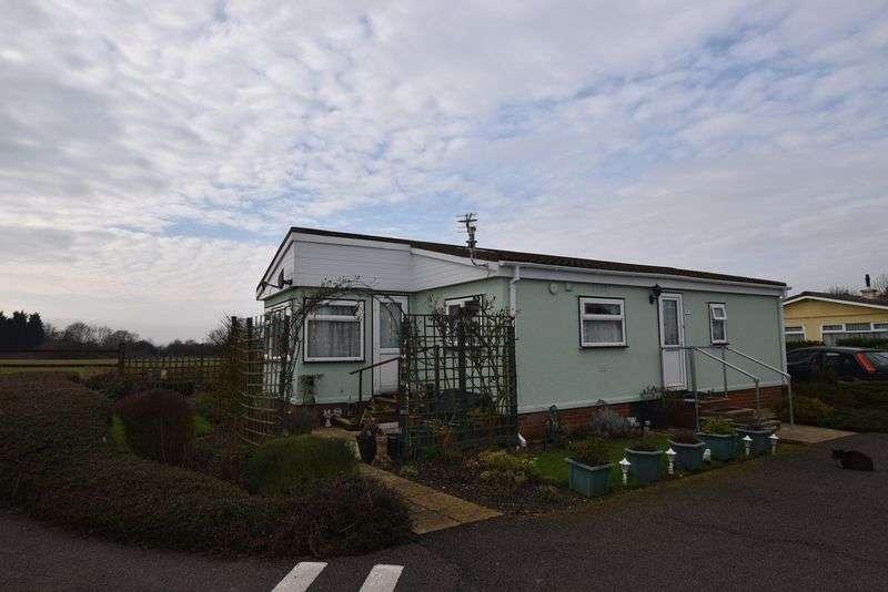 3 Bedrooms Property for sale in Briar Bank Park, Wilstead