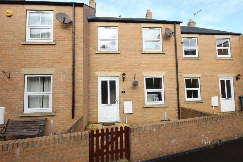 3 Bedrooms Terraced House for sale in St. Johns Road, Scarborough