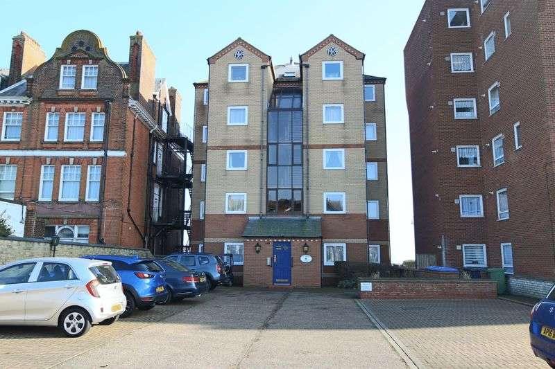2 Bedrooms Flat for sale in Elizabeth Court, Kirkley Cliff Road, Lowestoft