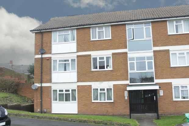 3 Bedrooms Flat for sale in Caddick Street, Bilston, West Midlands, WV14 9HJ
