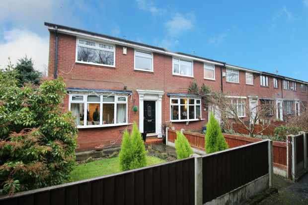 3 Bedrooms Town House for sale in Whittaker Drive, Littleborough, Greater Manchester, OL15 8QR