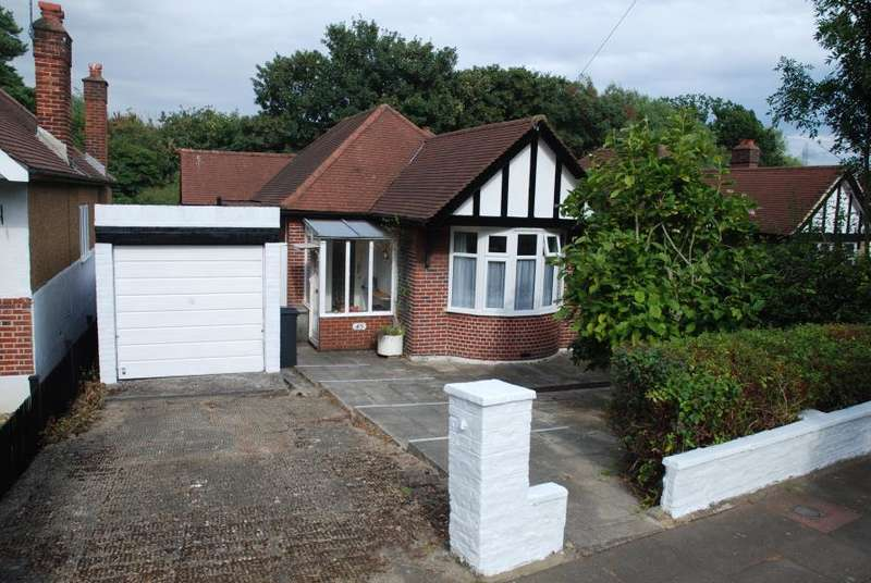 2 Bedrooms House for sale in Southwood Drive, Tolworth, KT5
