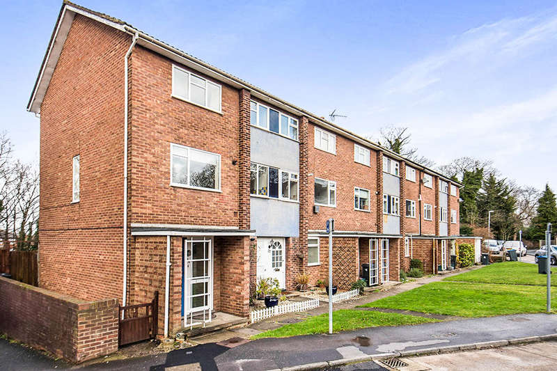 2 Bedrooms Flat for sale in South Terrace, Surbiton, KT6