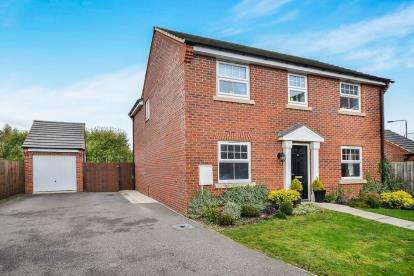 4 Bedrooms Detached House for sale in The Fields, Rainworth, Mansfield, Notts