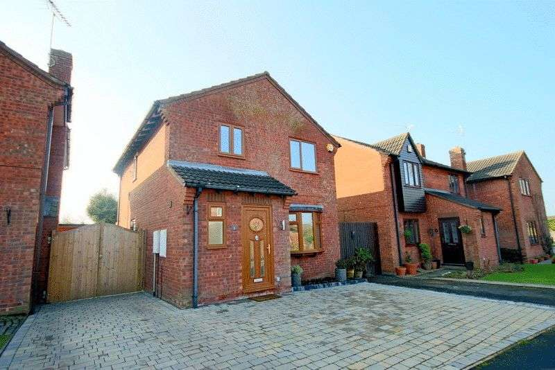 3 Bedrooms Detached House for sale in The Cloisters, Gnosall, Stafford