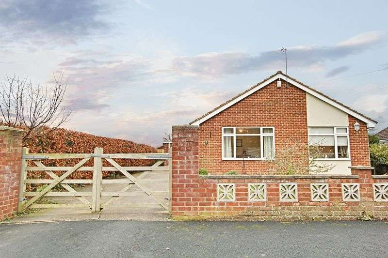 3 Bedrooms Detached Bungalow for sale in Oak Close, Hull