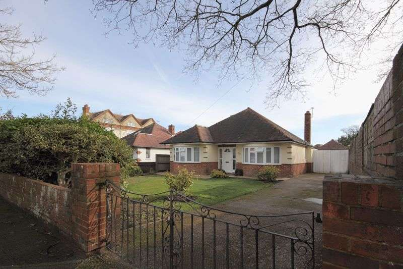 2 Bedrooms Detached Bungalow for sale in Stourwood Avenue, Bournemouth