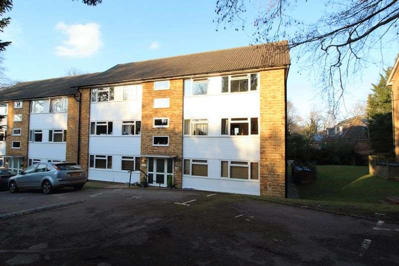 2 Bedrooms Flat for sale in TUPWOOD LANE, CATERHAM VALLEY