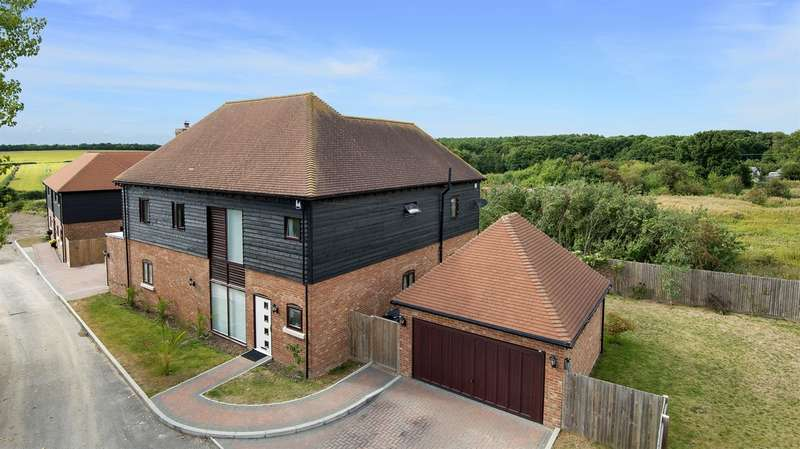 4 Bedrooms Detached House for sale in Farthings Wood Rise, Sturry, Canterbury