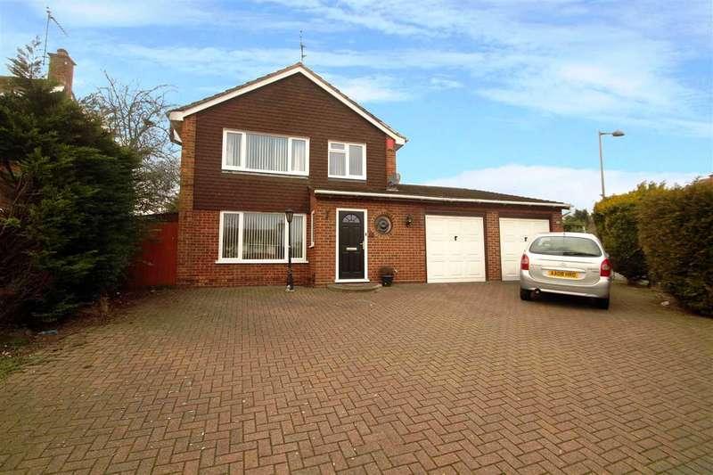 3 Bedrooms Detached House for sale in Ellenbrook Road, Ipswich