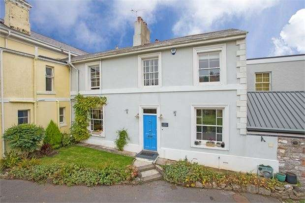 3 Bedrooms Semi Detached House for sale in Forde Park, Newton Abbot, Devon. TQ12 1DB