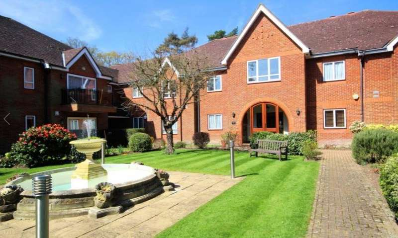3 Bedrooms Flat for sale in Heathbourne Road Bushey Heath Hertfordshire WD23
