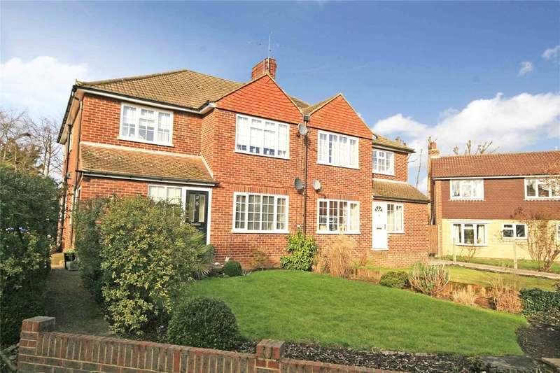 2 Bedrooms Maisonette Flat for sale in Royston Avenue, Byfleet, Surrey, KT14
