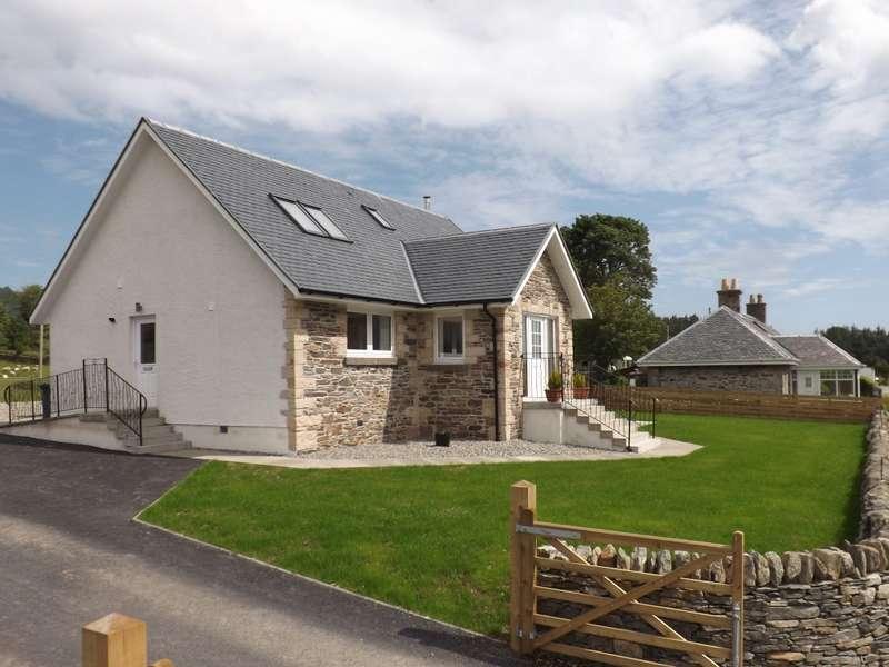 3 Bedrooms Detached House for sale in Lochside View Glenstriven Road, Port Lamont, Toward, Toward, PA23 7UL