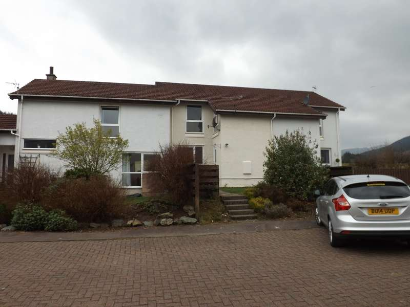 2 Bedrooms Terraced House for sale in 84 Sandhaven, Sandbank, PA23 8QW