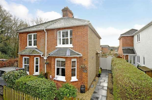 2 Bedrooms Semi Detached House for sale in Mayford, Woking, Surrey