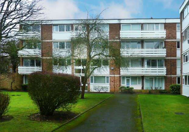 2 Bedrooms Flat for sale in Petworth Court, Reading
