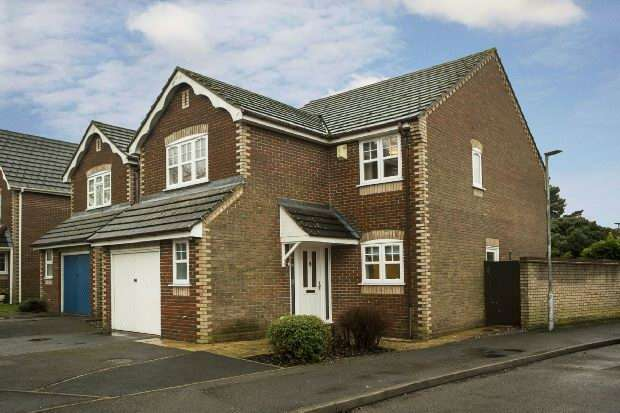 4 Bedrooms Detached House for sale in Manor Park Close, Tilehurst, Reading,
