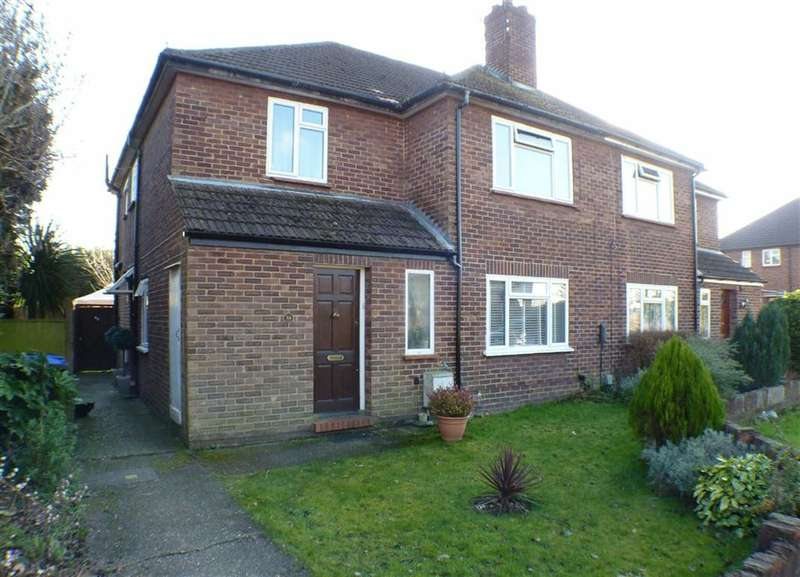 2 Bedrooms Property for sale in Royston Road, Byfleet, Surrey